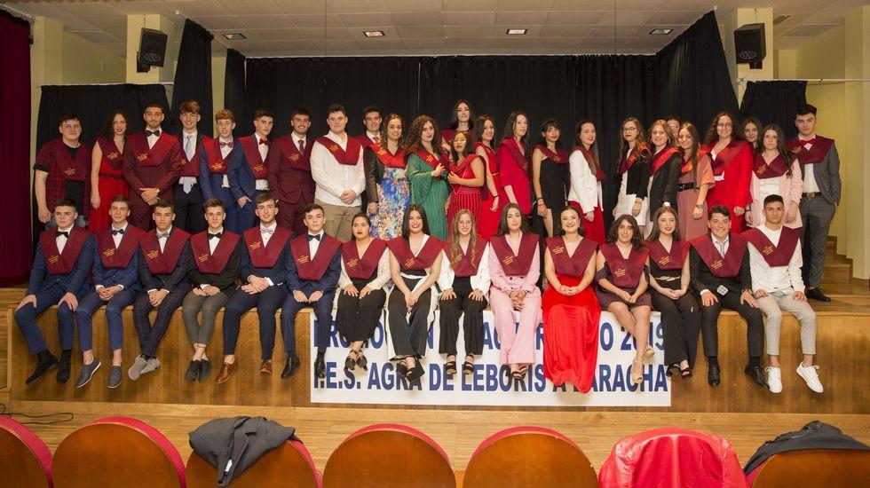 Jornada de graduaciones en los institutos de la Costa da Morte: ¡álbum!.Los alumnos del IES Castro Alobre de Vilagarcía celebraron este año un San Valentín sin estereotipos machistas