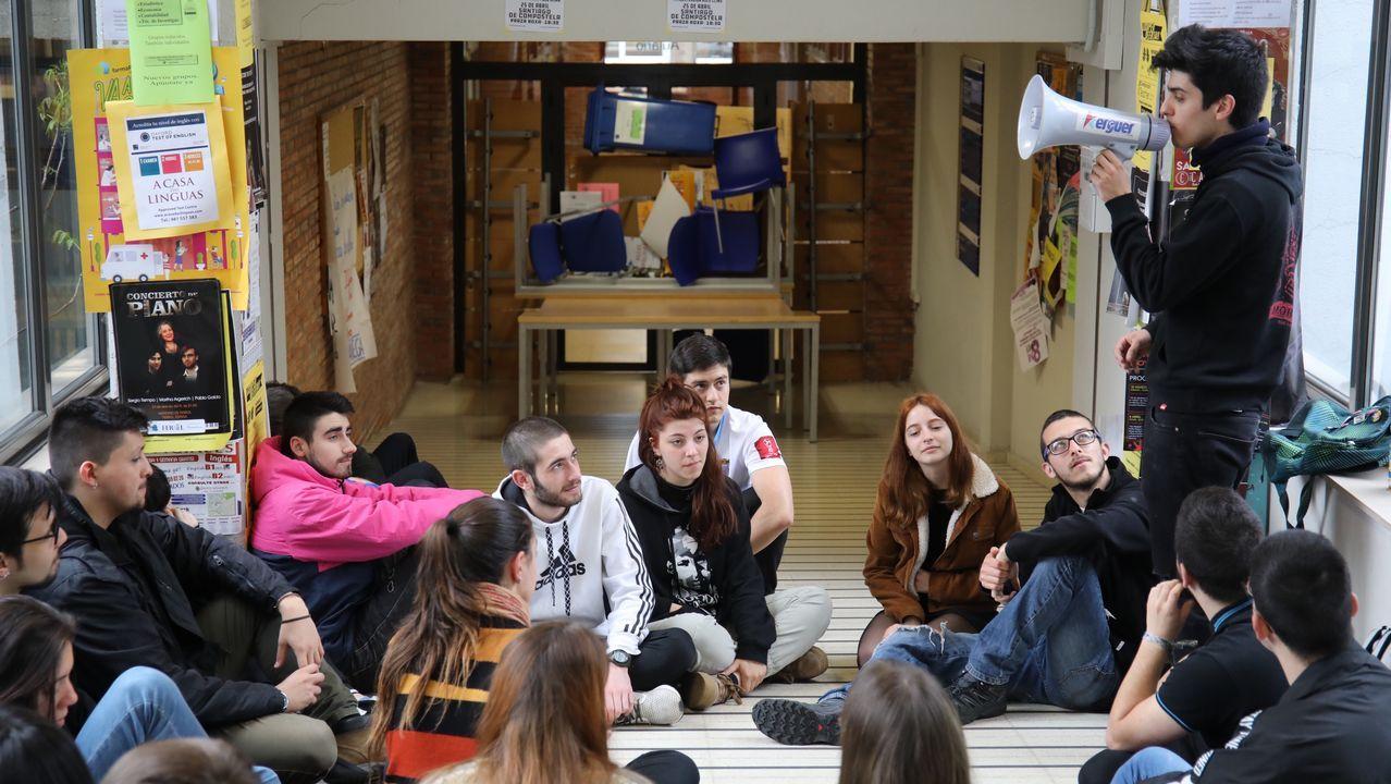 Arranca el encierro de los alumnos de Políticas.Juan Sebastián Elcano, según Zuloaga