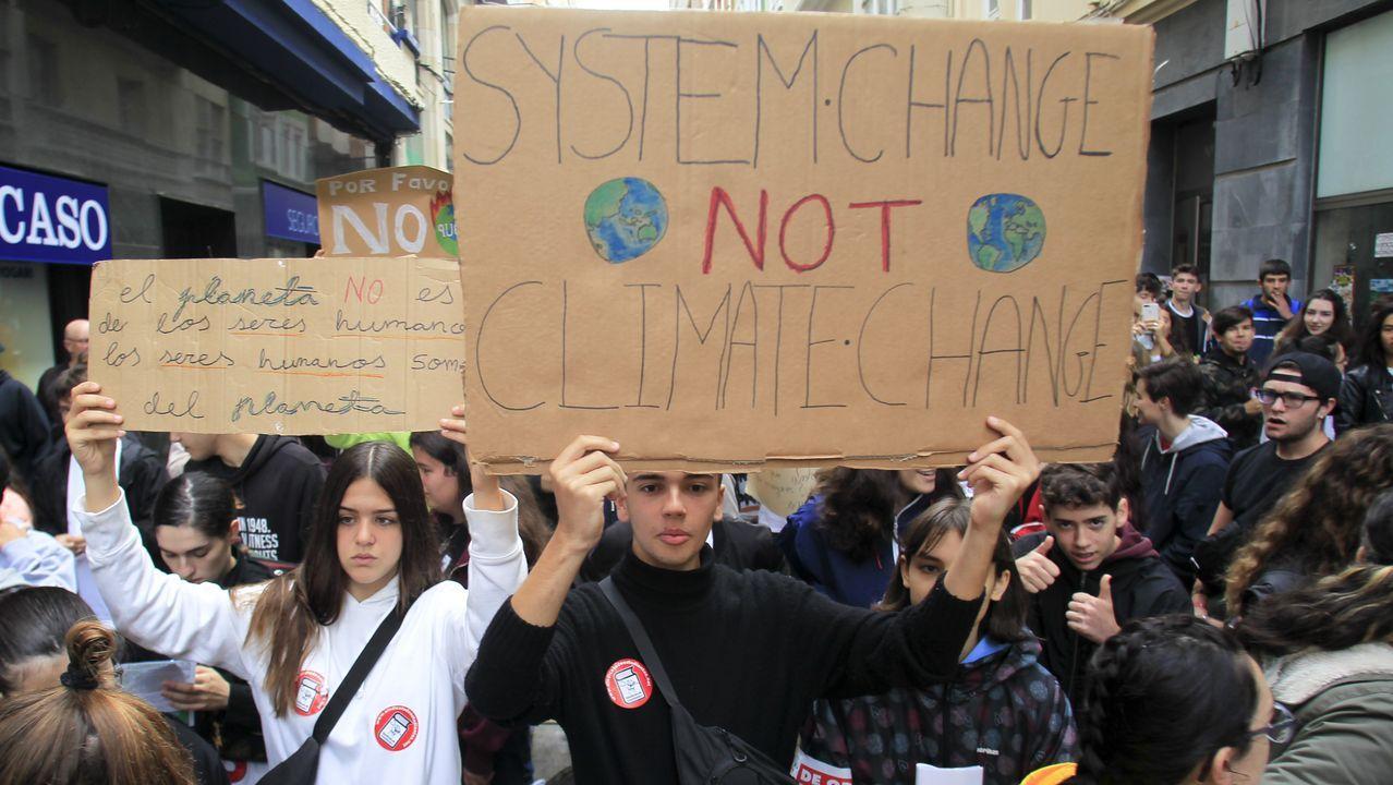 Concentración y manifestación de estudiantes contra el climático en Ferrol