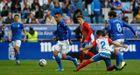Tejera, con Sangalli al lado y Nieto detrás, conduce un balón ante el Sporting