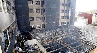 El incendio de la tienda de deporte afectó a los pisos más próximos.
