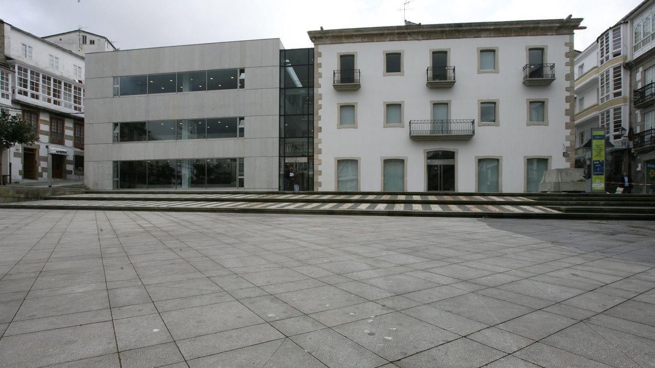 El puesto de trabajo vacante está en la casa consistorial de Viveiro, en la imagen de archivo