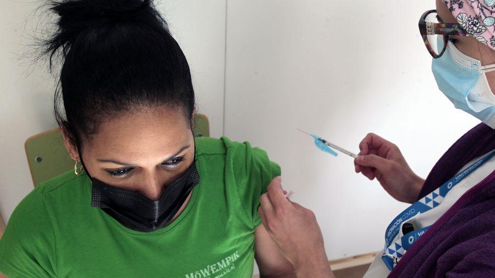 Esta semana están recibiendo la primera dosis de la vacuna en Monforte los de la granja de edad de 35 a 30 años