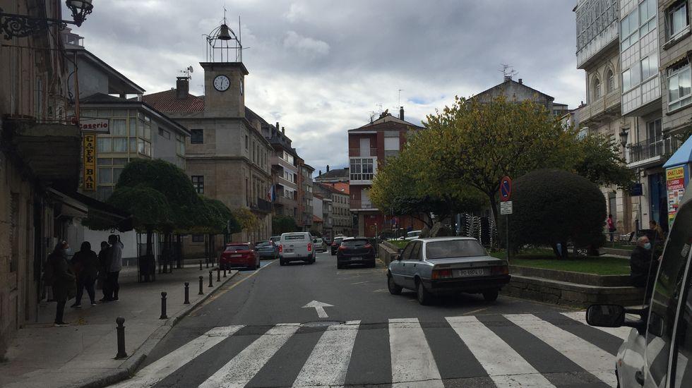 Protesta en Verín por la decisión de la Xunta de mantener el cierre del municipio pese a bajar la incidencia del covid-19.La hostelería de O Carballiño está cerrada desde el día 22