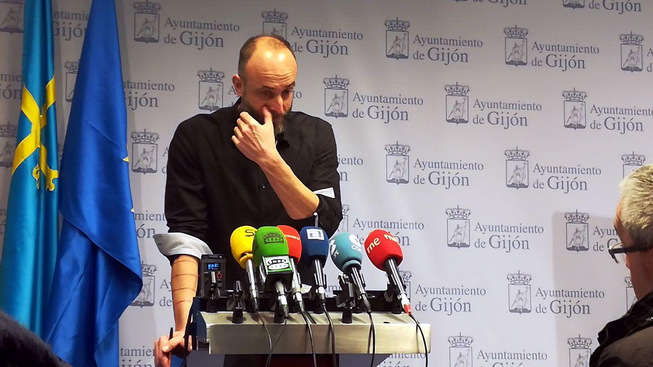David Alonso, emocionado, durante la rueda de prensa en la que ha explicado su dimisión como concejal de XsP y afiliado de Podemos