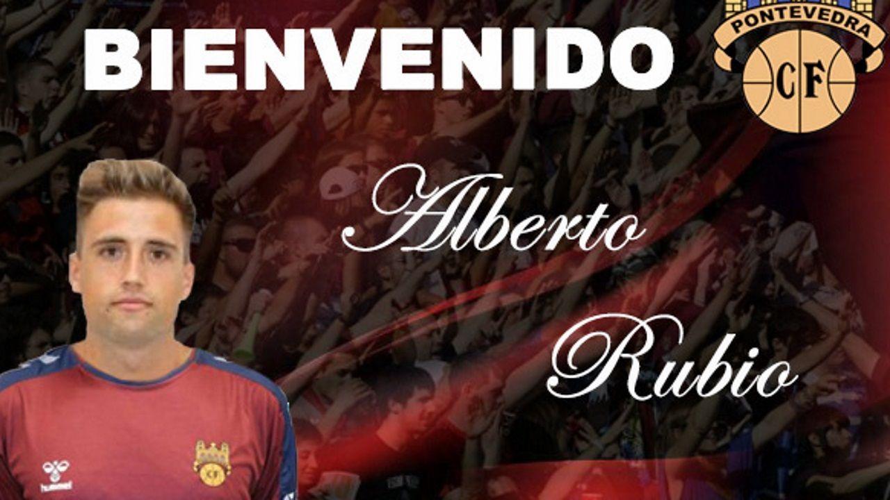 El Pontevedra CF dio la bienvenida a su nuevo fichaje, Alberto Rubio