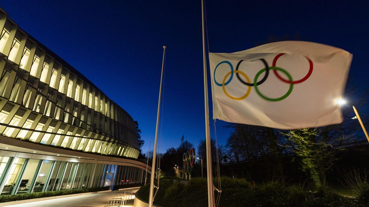 Se aplazan los Juegos Olímpicos de Tokio 2020.Saul Craviotto (d) y Cristian Toro (i) celebran la medalla de oro conseguida en el K2 200m masculino de canotaje de volcidad hoy, jueves 18 de agosto de 2016, durante los Juegos Olímpicos Río 2016, en el lago Rodrigo de Freitas de Río de Janeiro