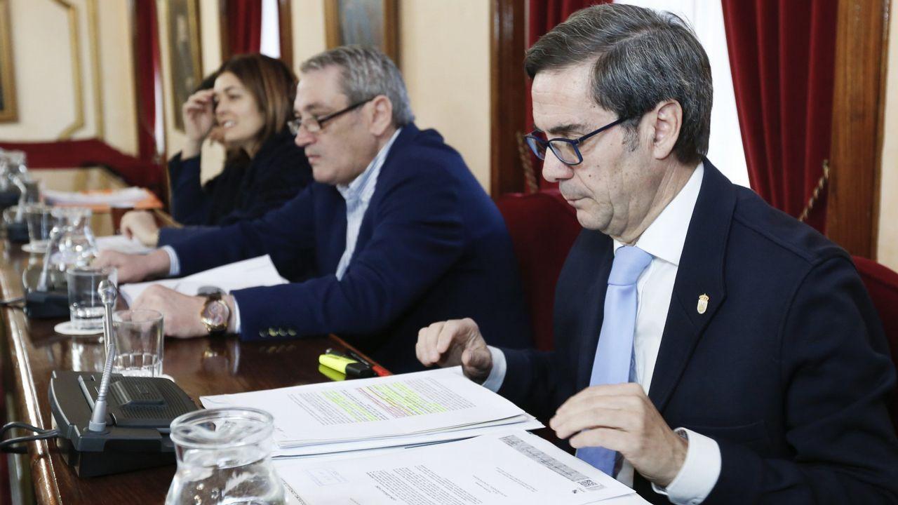 Dos sobrinas del lucense que confesó el crimen de Huesca aclaran que la encerró durante tres horas.Concentración en Sabiñánigo en repulsa por la muerte de la niña de 8 años