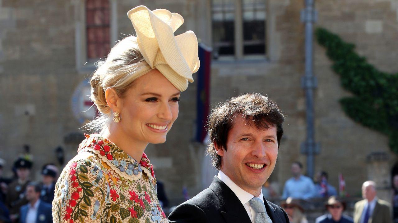 El cantante James Blunt, gran amigo del príncipe Harry, junto a su pareja Sofia Wellesley