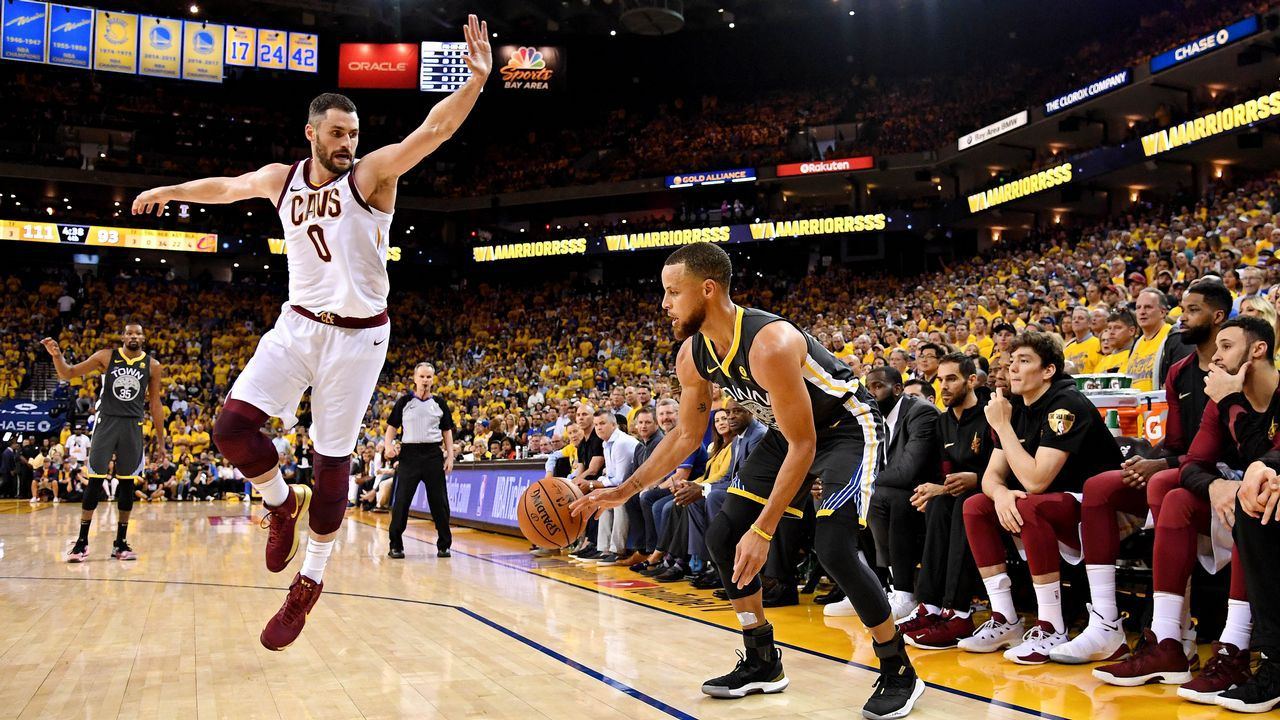 El récord de triples de Curry frente a LeBron James