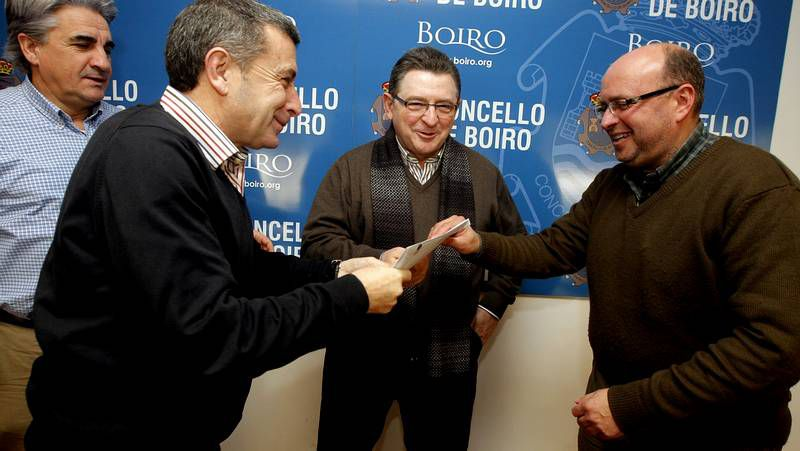 La última junta de Lendoiro como presidente.Tino Fernández y los miembros del nuevo consejo del Deportivo tras conocerse su victoria