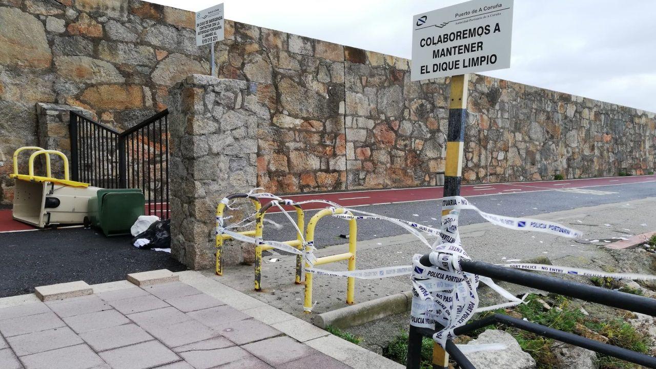 Hoy era muy difícil caminar por ciudades como A Coruña debido a las fuertes rachas de viento
