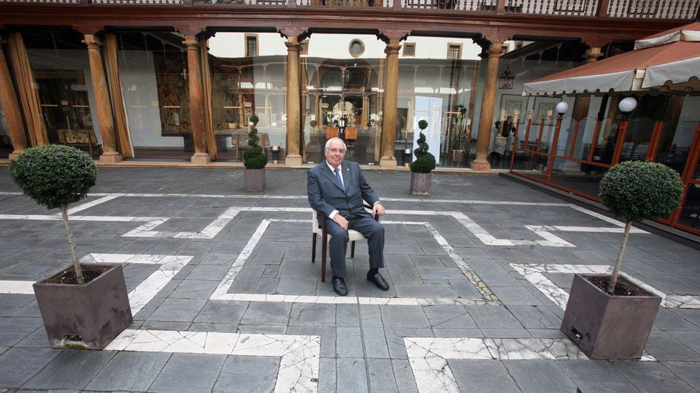 Patxi López: «Me siento con fuerzas para reconstruir el PSOE».Areces, en el Senado