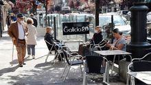 Aspecto que presenta este lunes una de las terrazas de la Avenida de Galicia de Oviedo.