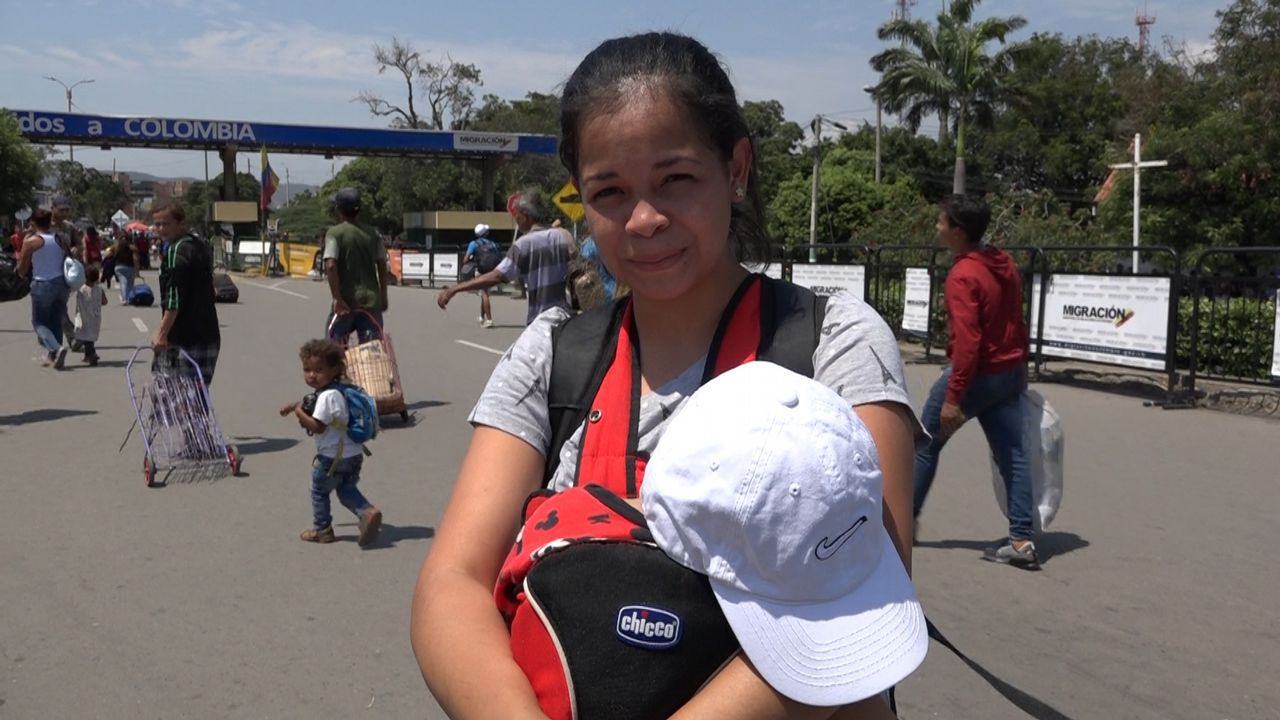 Adiós a un símbolo del «narcoterrorismo» en Colombia.«Los niños se me enferman y tuve que escapar de Venezuela», declara a La Voz Anise Rivera