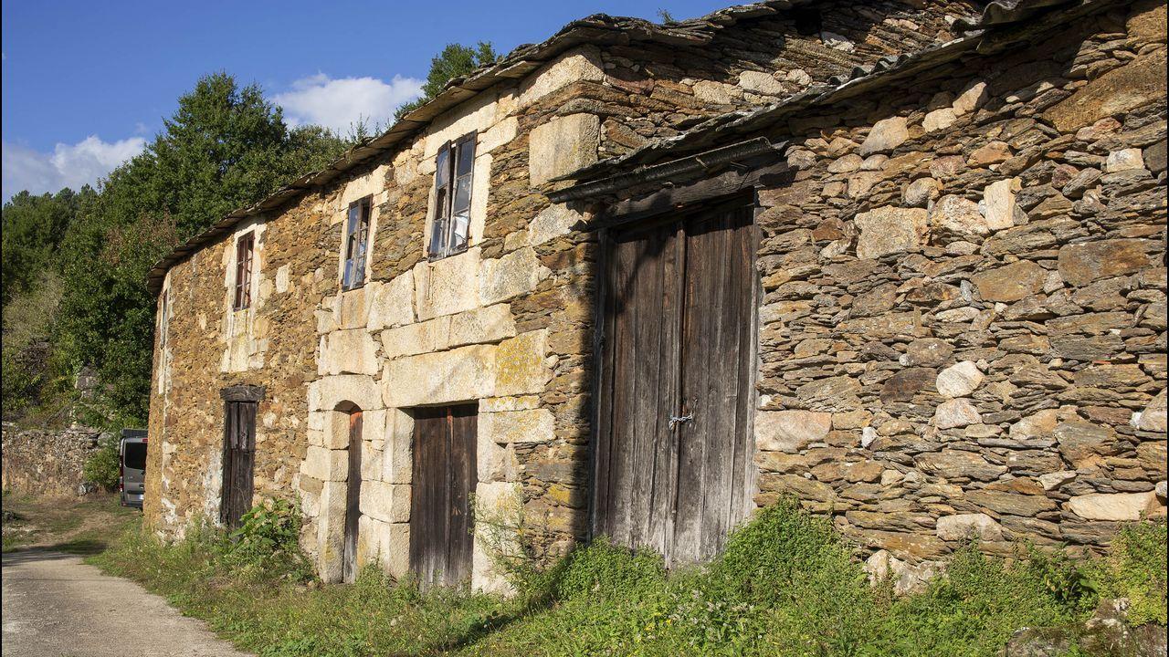 Construcciones de tipo tradicional en la aldea de Seoane