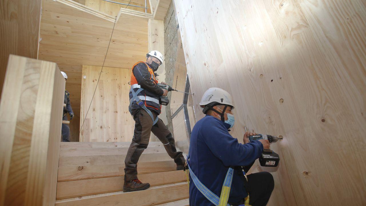 Trabajos de construcción del edificio de madera Impulso Verde