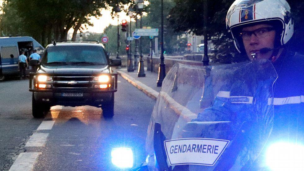 Graban el momento en que detienen a una de las tres yihadistas de París.Despliegue policial por el traslado ante el juez de Salah Abdeslam.