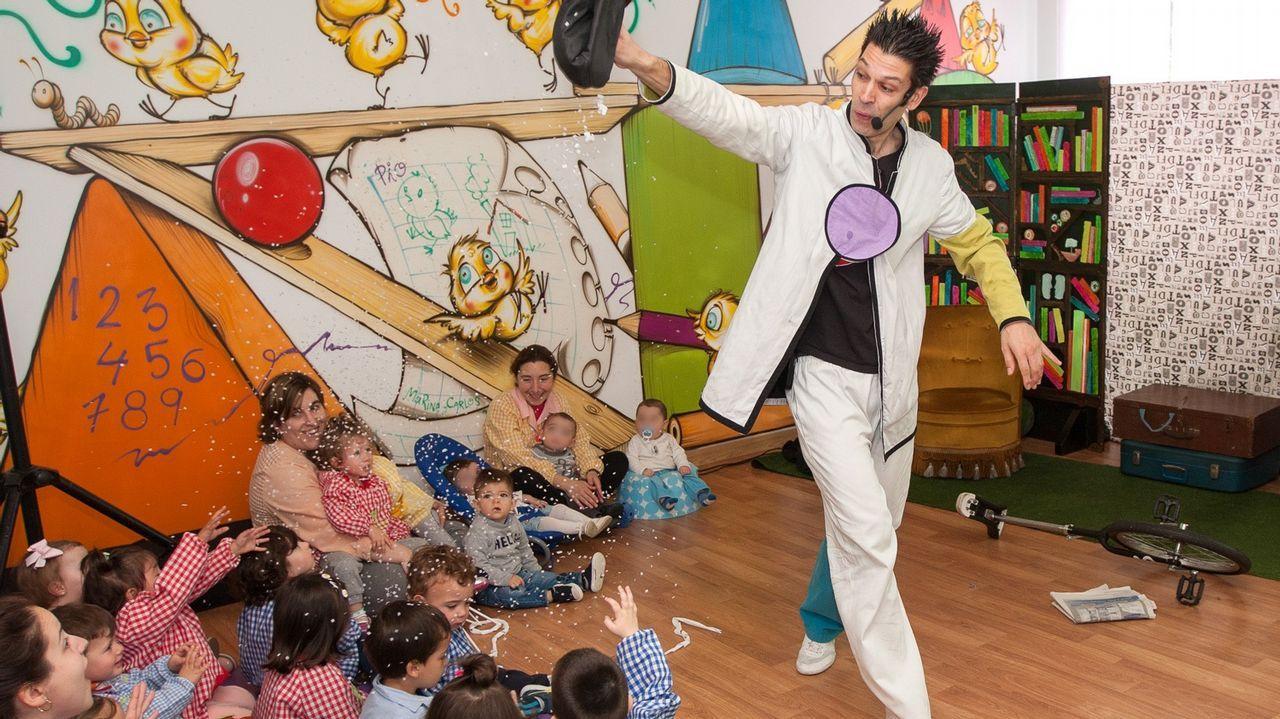 Los niños de la Escola Infantil de San Sadurniño en un espectáculo de As Letras Galegas