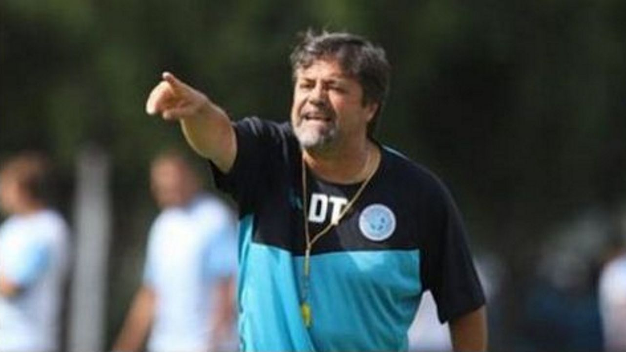 El entrenador argentino Ricardo Caruso