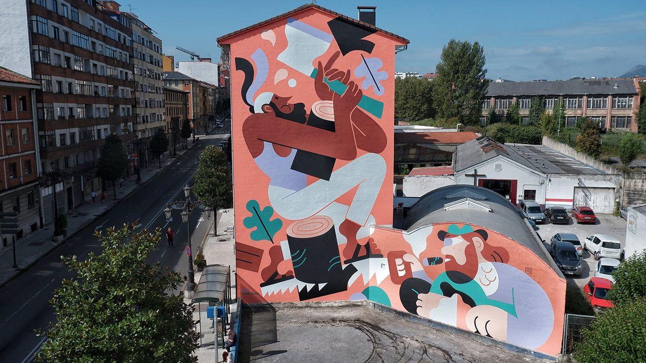La quiebra de Thomas Cook deja a miles de turistas británicos a la espera de ser repatriados.Uno de los murales del festival Parees de Oviedo