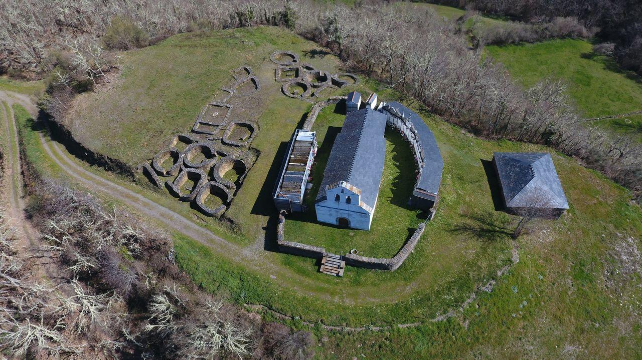 El área arqueológica del Castro de Santa María de Cervantes es muy amplia
