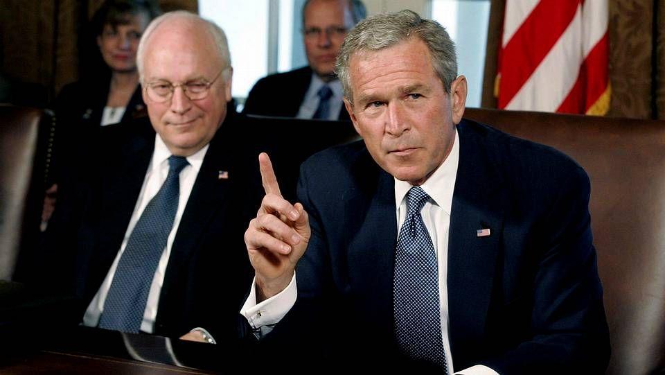 Cheney, a la izquierda, con George W. Bush