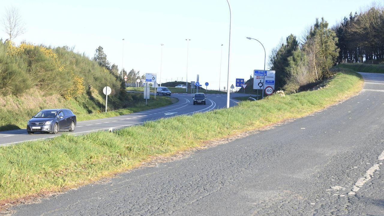 De la A-56, entre Lugo y Ourense, solo está en servicio un tramo de 8,8 kilómetros. En Vilamarín (en la foto) se ejecutaron 400 metros antes de paralizarse las obras
