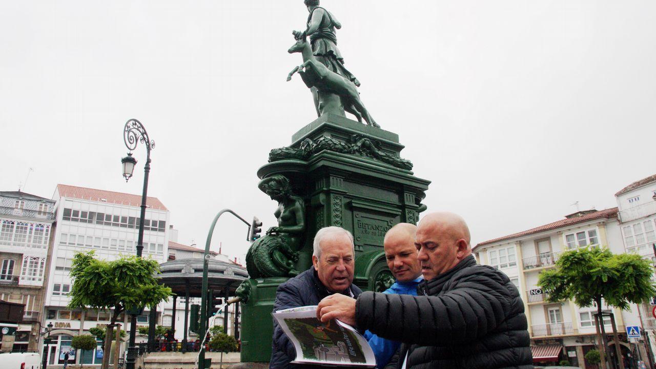 Ethel Vázquez con alcaldes de la comarca