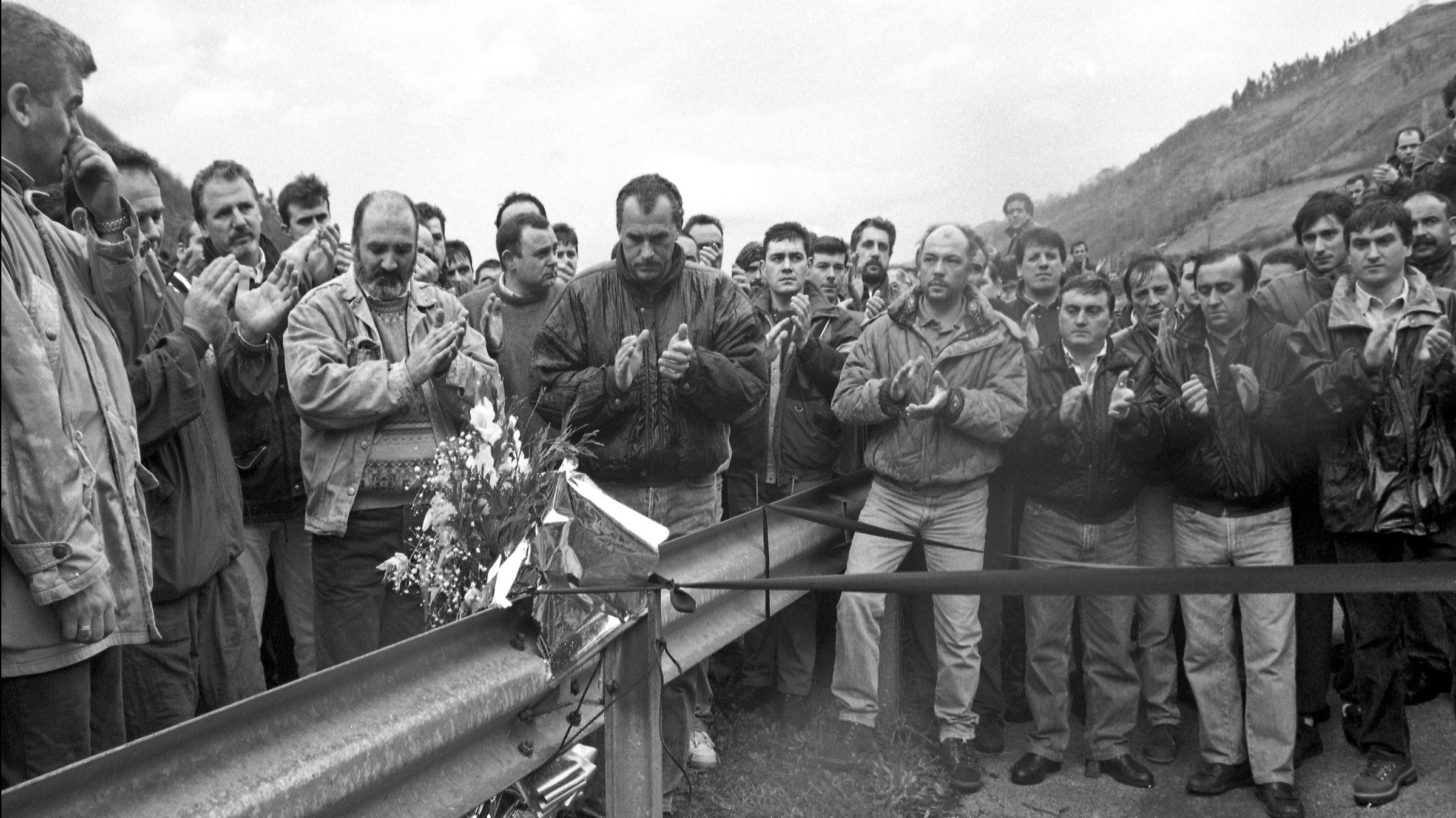 Homenaje al minero atropellado en la A-66, Lorenzo Gallardo Carro, durante las movilizaciones mineras. Ujo. Asturias 1998