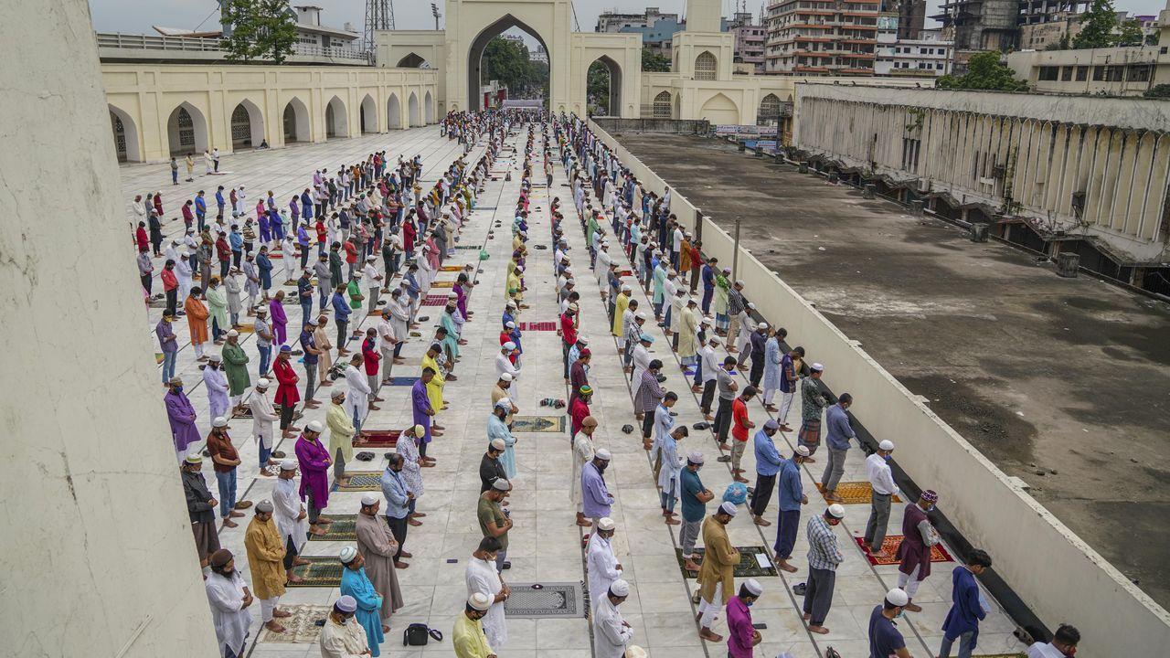 En Bangladesh el Gobierno alivió las restricciones en el último viernes del mes de Ramadán