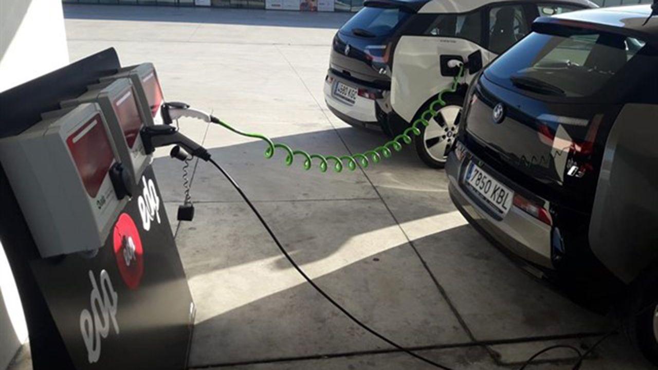 Uno de los puntos de recarga para el coche eléctrico en Oviedo