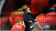 Las autoridades podrian establecer horarios y dias especiales para que los grupos de más riesgo hagan la compra