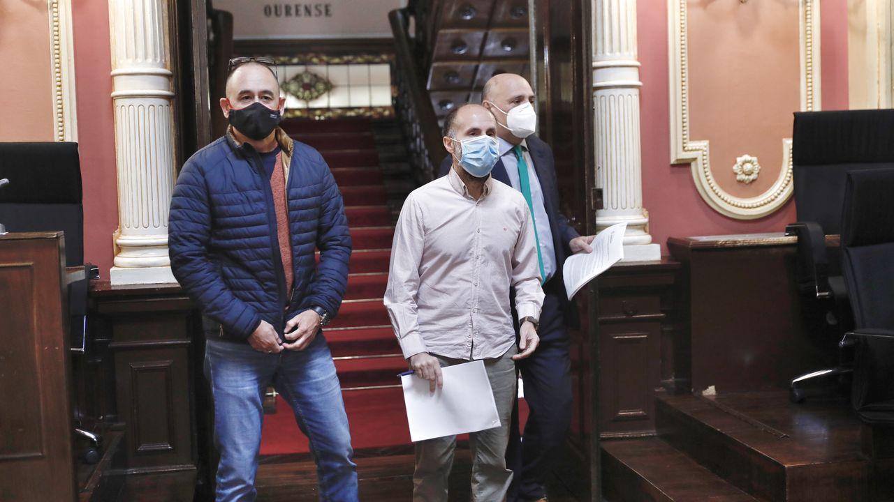 Telmo Ucha, Gonzalo Pérez Jácome y Armando Ojea, justo antes de empezar la reunión de la Junta de Gobierno Local