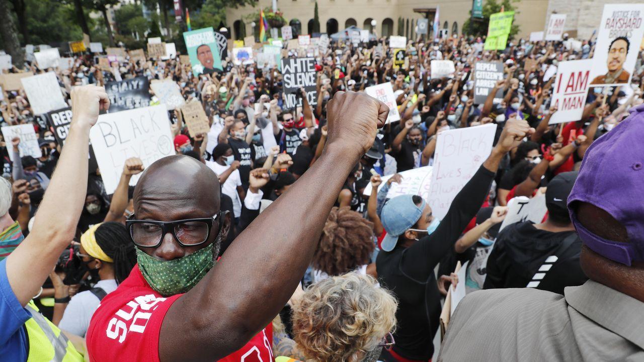 Manifestación en Atlanta contra el último caso de brutalidad policial en Estados Unidos