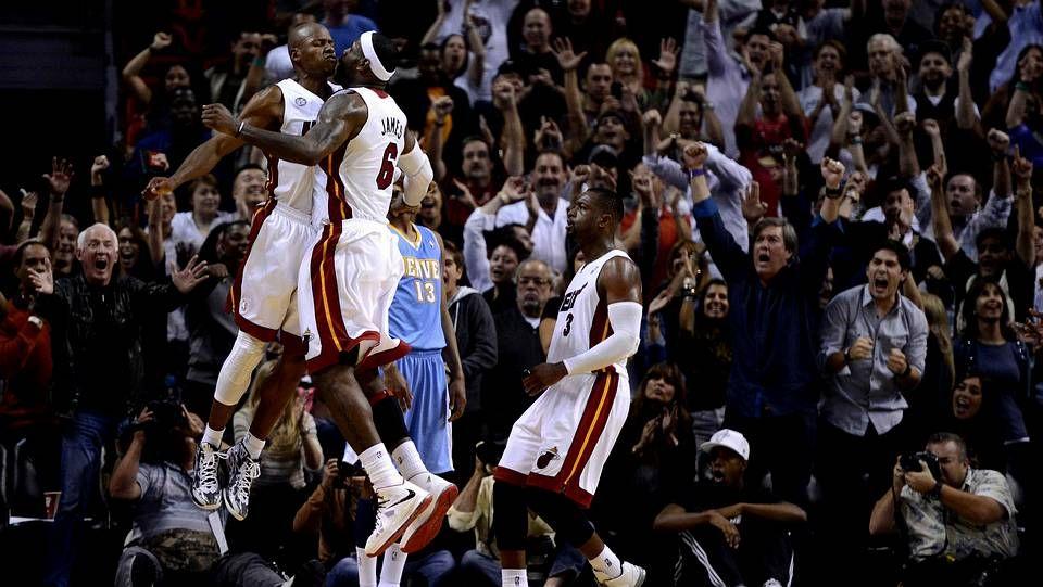 Repaso en vídeo a la jornada del martes en la NBA.Chris Bosh, en la victoria de Miami Heat sobre Toronto