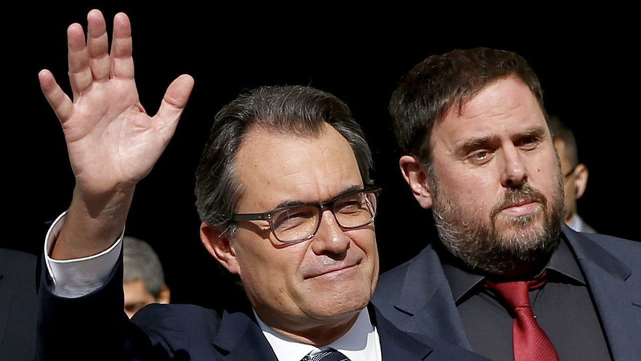 Artur Mas y Oriol Junqueras, en la Generalitat tras firmar la convocatoria de la consulta del 9N en el 2014