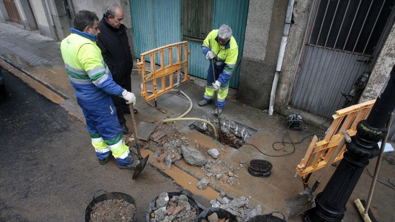 Obras de reparación de una avería en la red, en una imagen de archivo