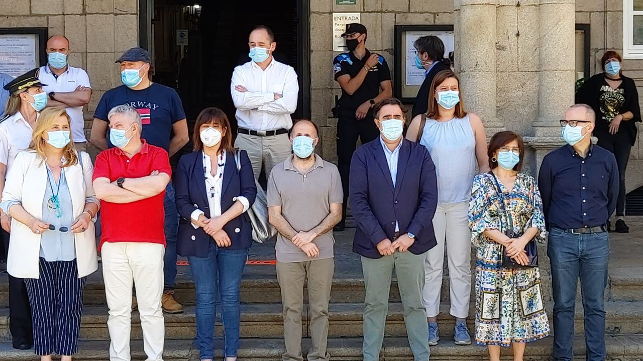 Minuto de silencio en el Concello de Ourense
