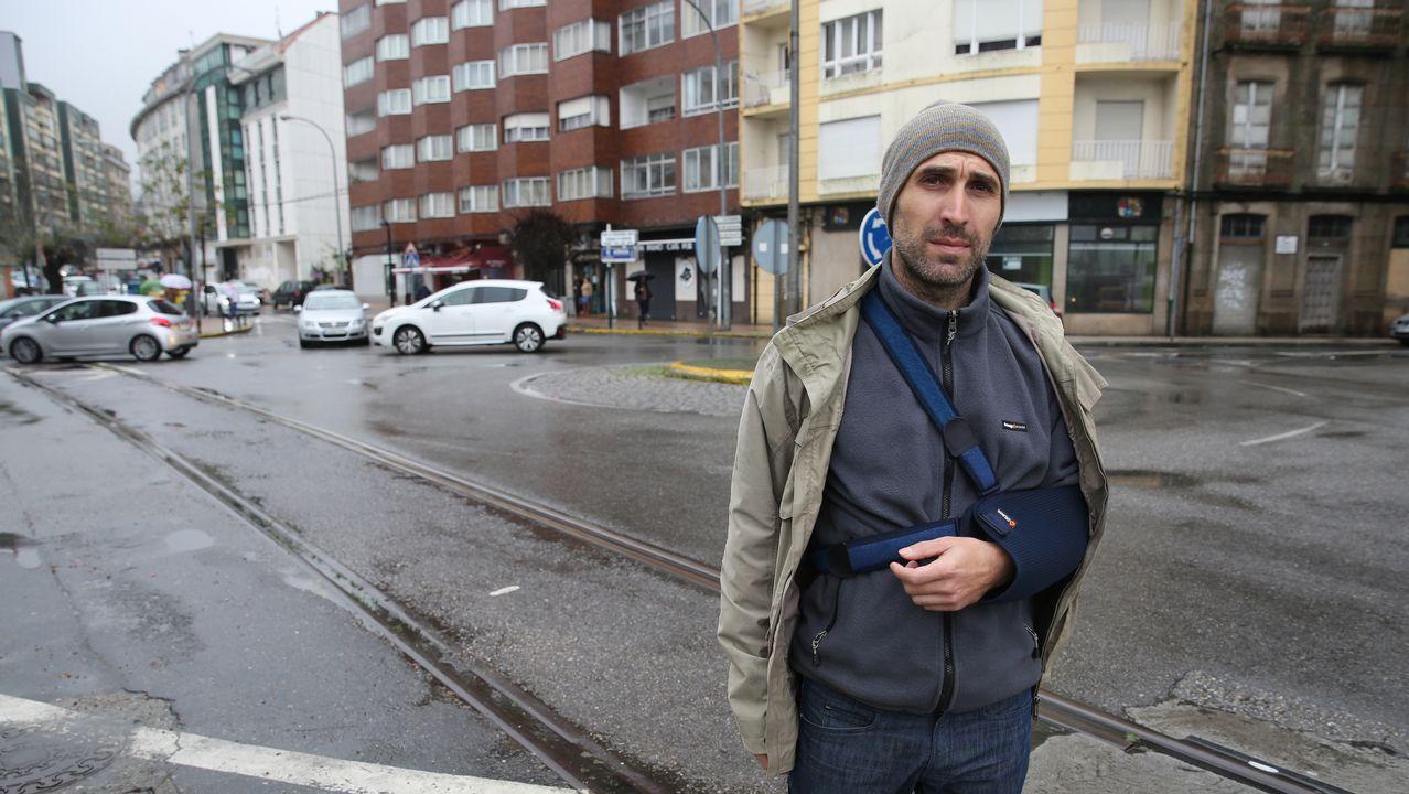 Fernando Oubiña denuncia la peligrosidad de las vías del tren en el Ramal por las cuales sufrió un accidente con su bicicleta..Los ciclistas Veloso y Marque corren para el Oporto y el Sporting de Lisboa, respectivamente
