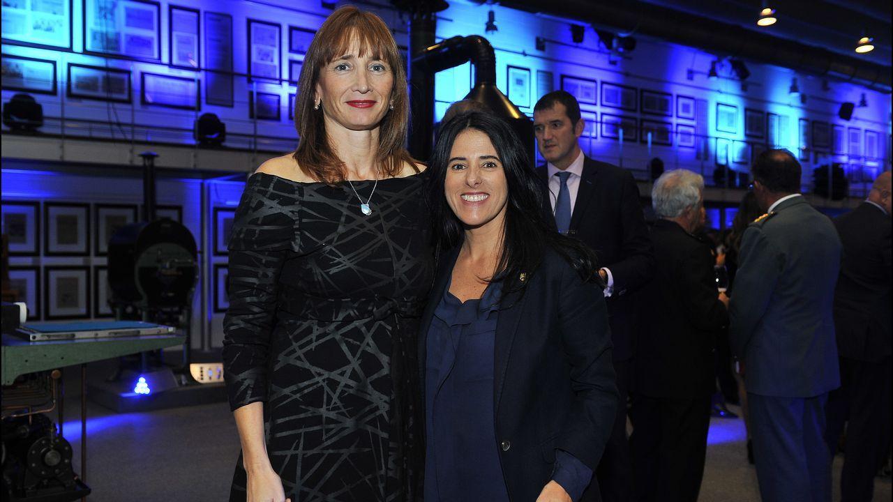 Marta Míguez, secretaria xeral para o Deporte, posa junto a Guadalupe Murillo, presidenta del Pontevedra Club de Fútbol.