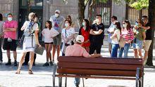 Un grupo de turistas hoy martes en el centro de Oviedo