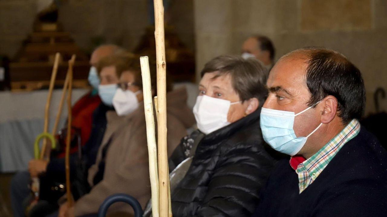 Los centros de salud, en la imagen el Virxe Peregrina de Pontevedra, mantienen los circuitos anticovid