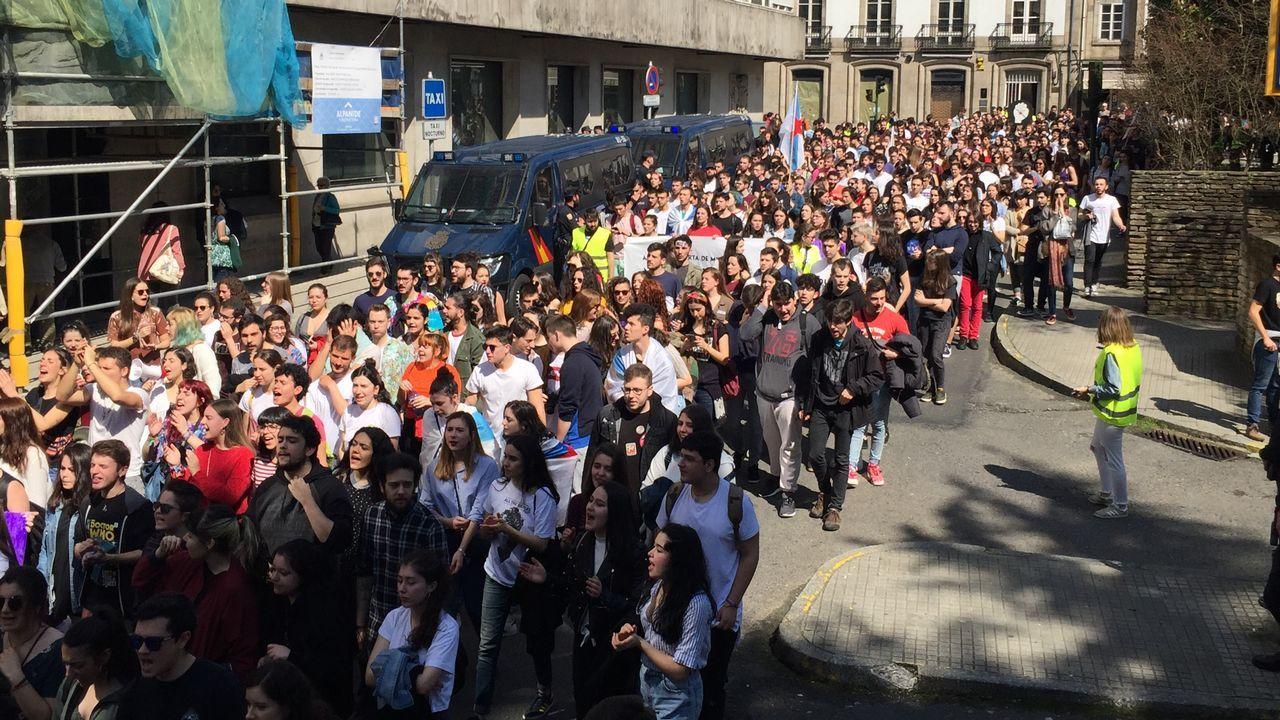 Manifestación estudiantes Manifestación estudiantes.Un aula vacía