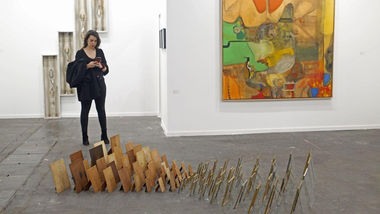 En la galería lisboeta Bruno Murias una instalación de Rui Calçada Bastos, una pintura de Jorge Queiroz y una escultura a pared de Marcelo Cidade en homenaje a Tatlin