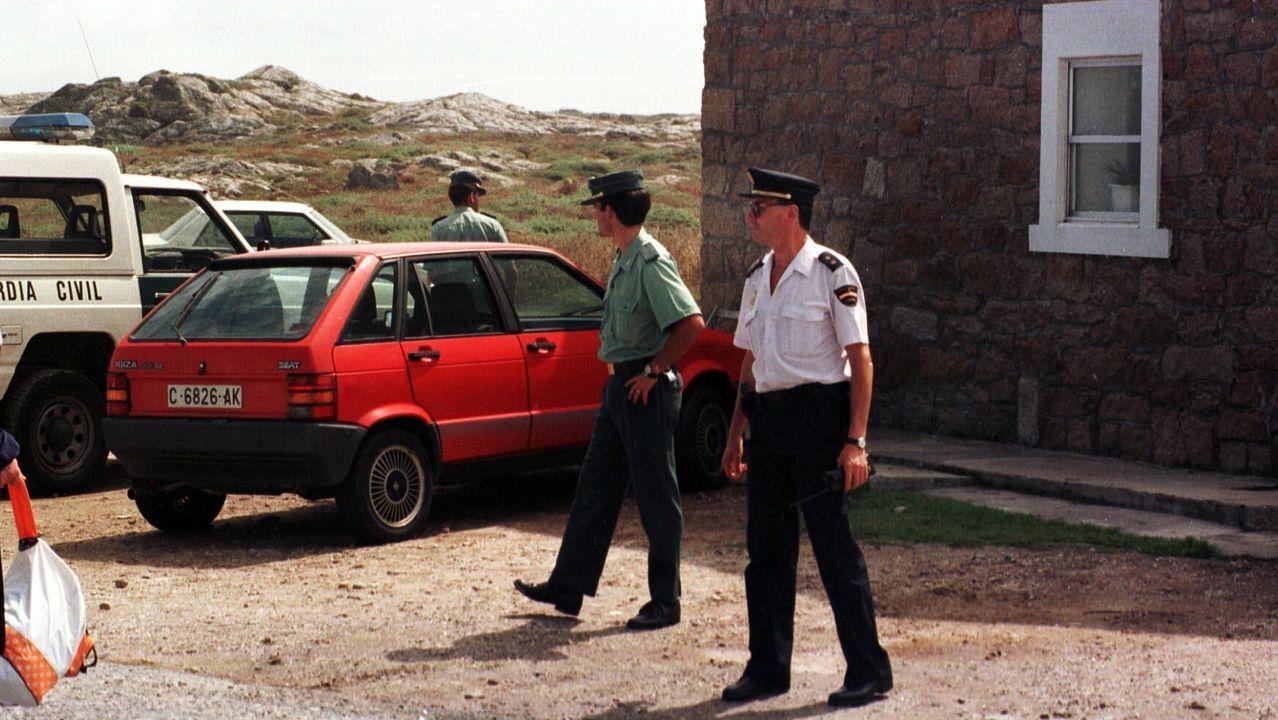 Agentes de la Policía Local dando una charla en el IES de Sar