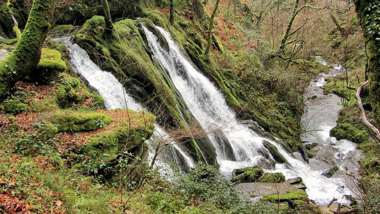 Valle del Cambás, en Aranga, donde el río se cuela entre las montañas formando uno de los valles más salvajes de Galicia