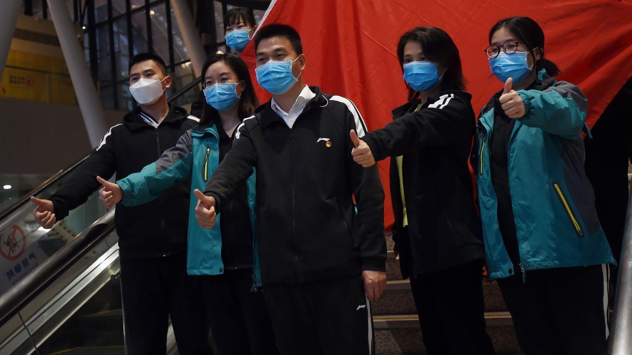 Médicos chinos parten de Wuhan, el epicentro de la pandemia, después de varias semanas de intenso trabajo