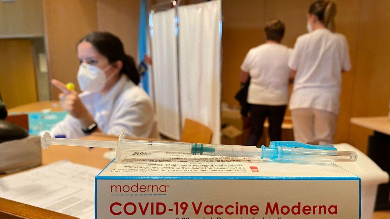 En el hospital Montecelo están convocados este viernes 300 personas de 70 a 79 años para recibir la segunda dosis de Moderna