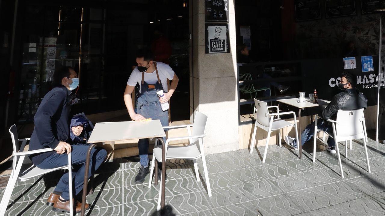 Terraza de hostelería en Burela este jueves a mediodía